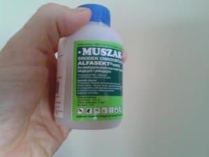 20140520_105002 Muszak trucizna na owady latające i pełzające głw. na muchy Muszak preparat środek trutka trucizna na muchy mrówki faraona i czarne karaluchy osy i inne owady owadobójczy owadobójcza substancja toksyczna tel. 601195440 Piła